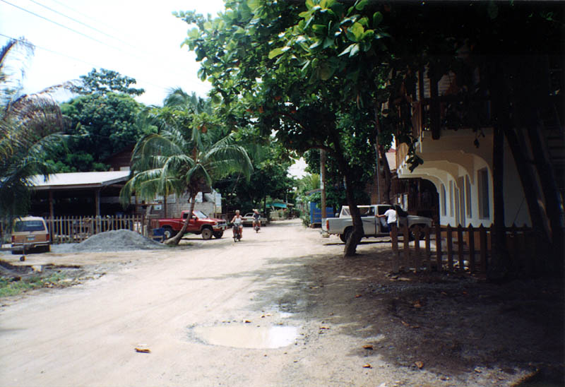 Roatan2000: West End