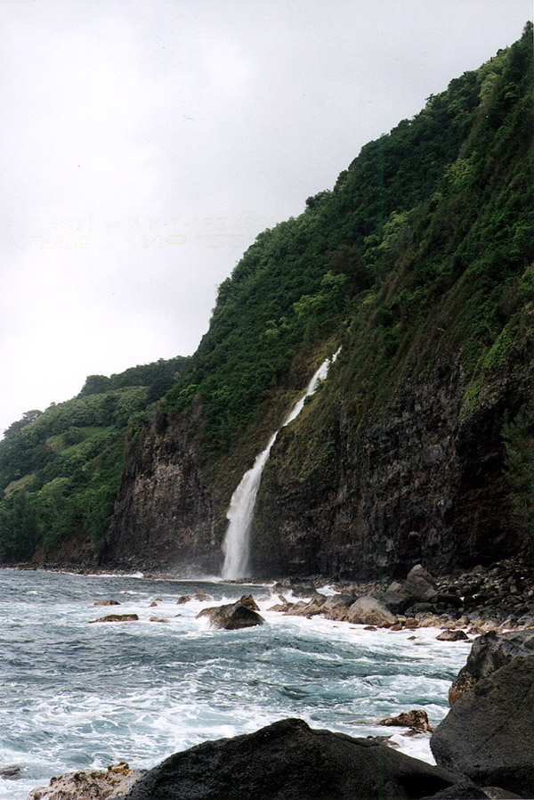 Hawaii: Waipio Valley Coastal Waterfall Again
