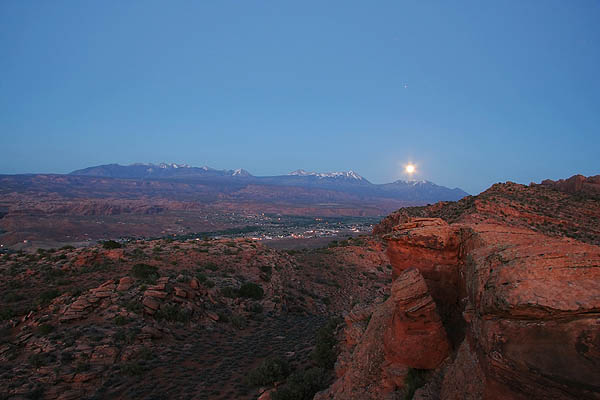 Moab 2006: Moab Rim: Full Moon Rising