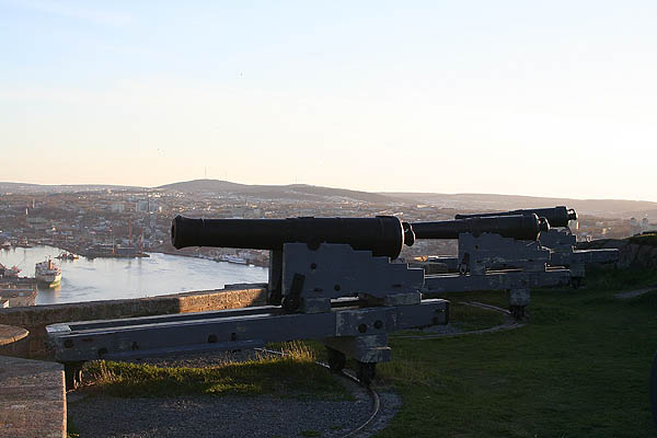 Newfoundland 2005: Queens Battery Cannons 02