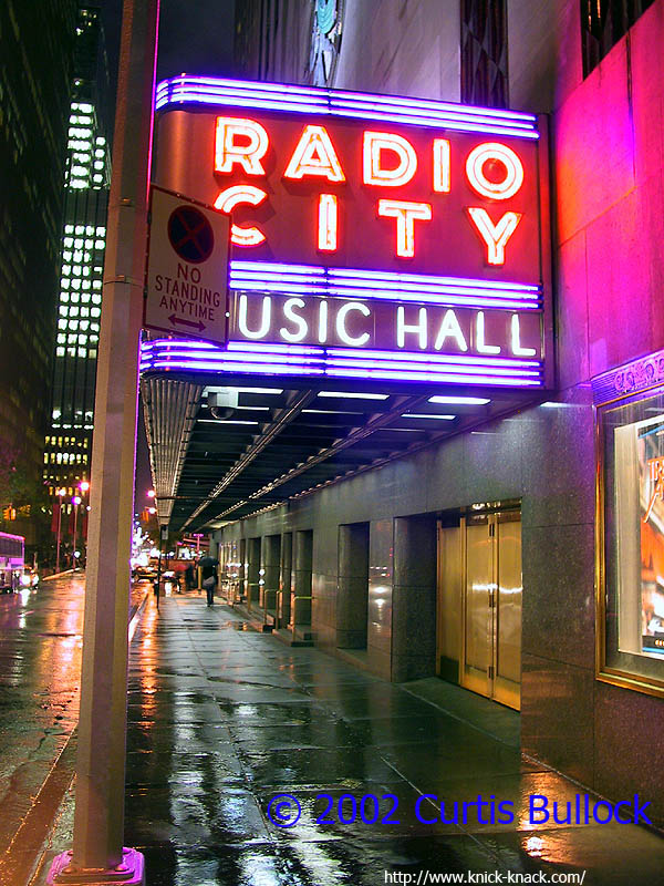 NYC 2002: Radio City Music Hall (Close)