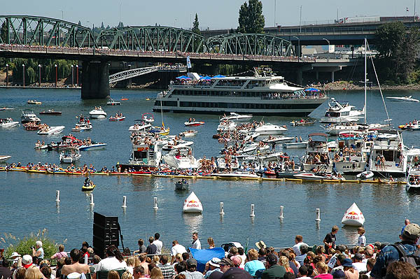 Red Bull Flugtag 2004: Boat Crowd
