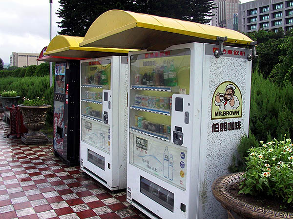 Taipei 2001: Vending Machines
